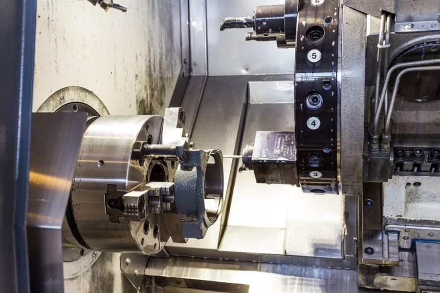 BEARBEITUNG MIT CNC-MASCHINEN